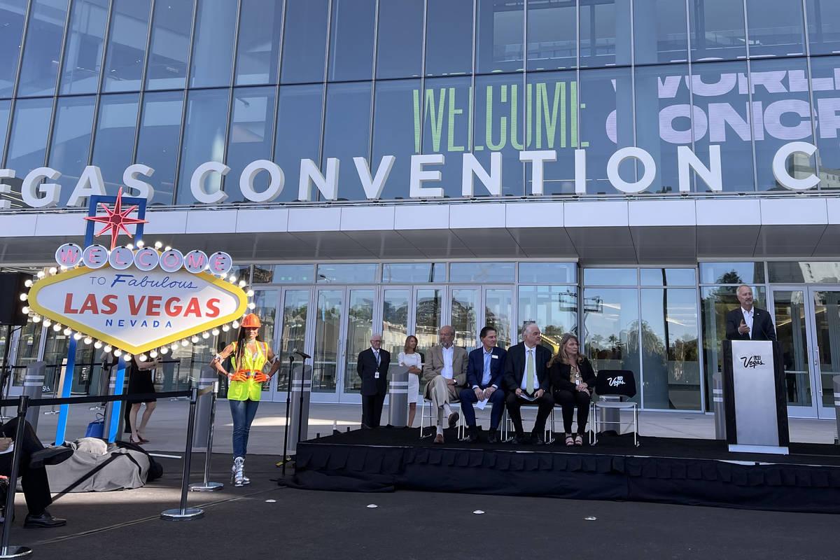 El presidente y director general de la Autoridad de Convenciones y Visitantes de Las Vegas, Ste ...