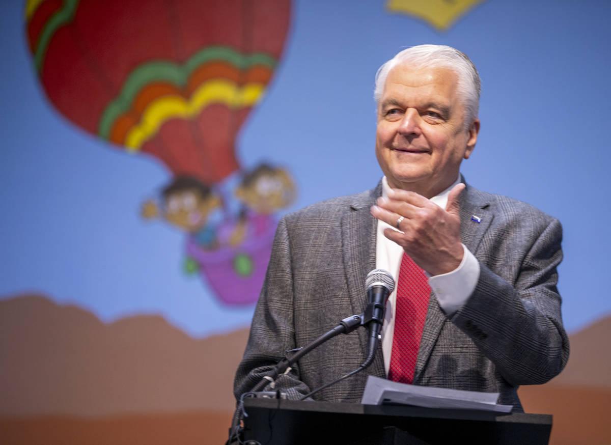 El gobernador Steve Sisolak habla durante una ceremonia de firma de cuatro proyectos de ley en ...