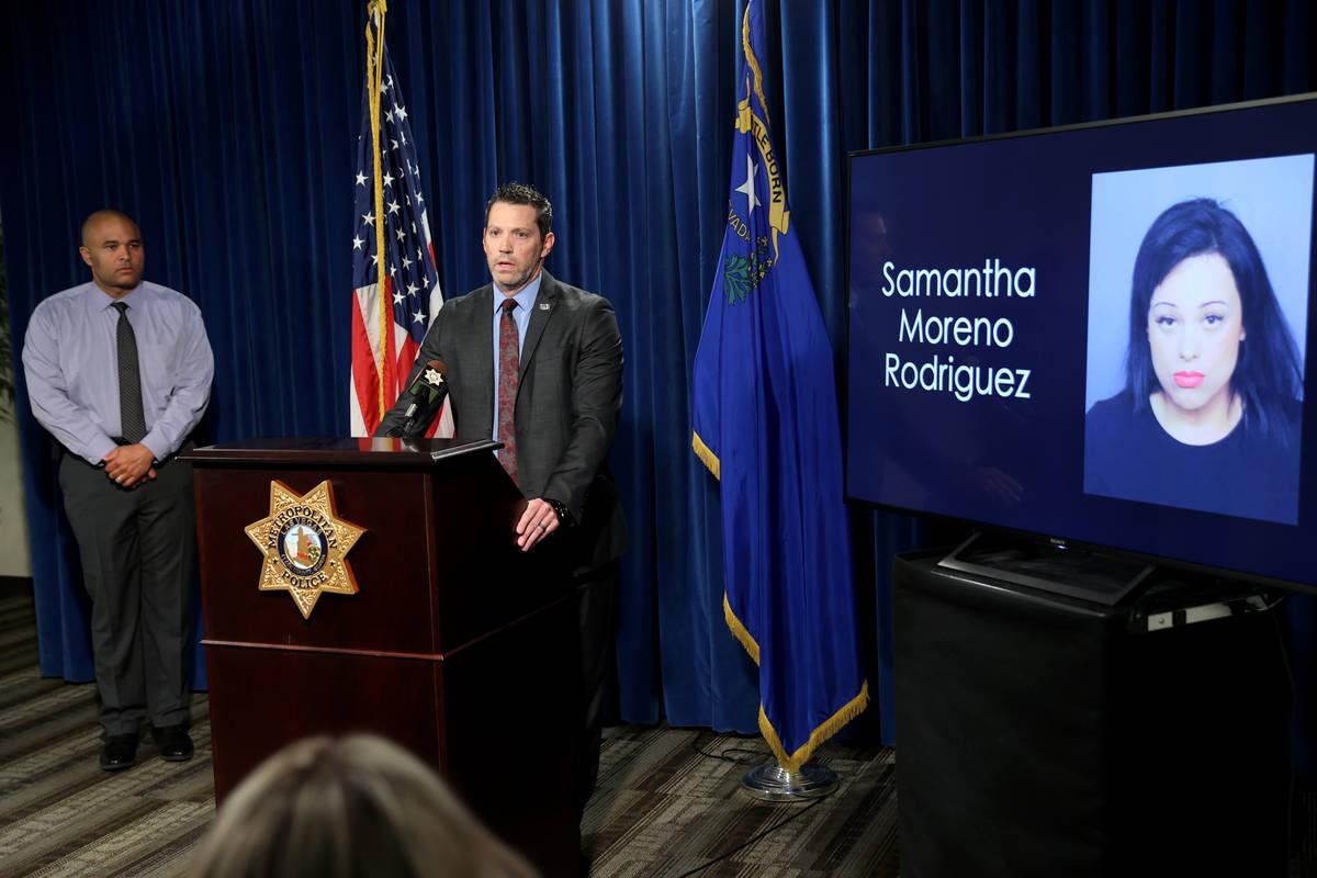 Jeremy Schwartz, agente especial supervisor del FBI, a la derecha, y el teniente de homicidios ...