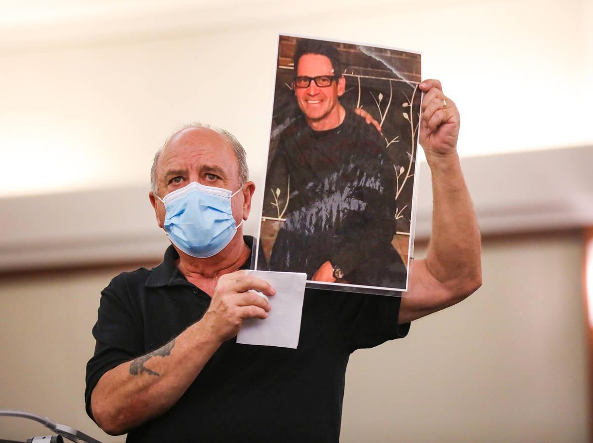 Douglas Murray, hermano de la víctima Michael Todd Murray, que murió a manos de Jordan Barson ...