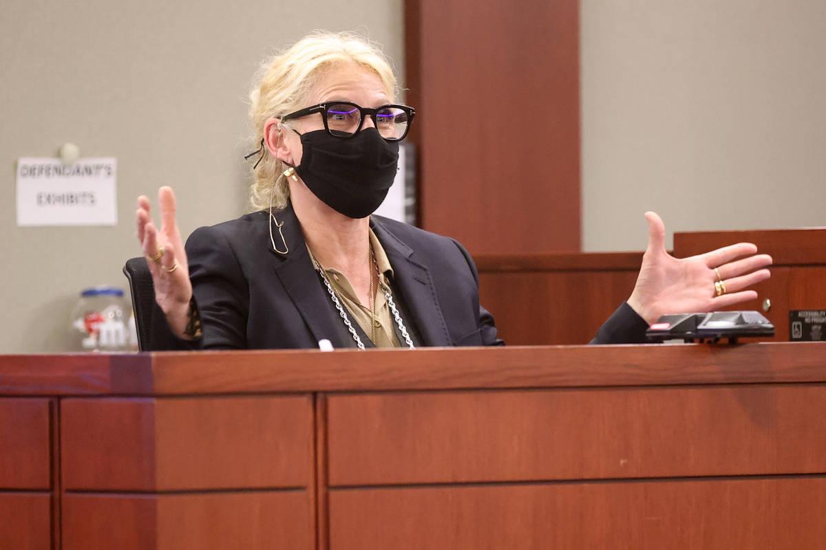 Michelle Dell, propietaria de Hogs & Heifers testifica durante un juicio civil en el Centro Reg ...