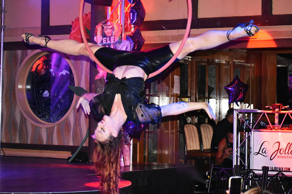 """Los artistas de """"Duo Dragonwing"""" estuvieron presentes en el evento """"Selena Forever"""". Viernes 11 ..."""