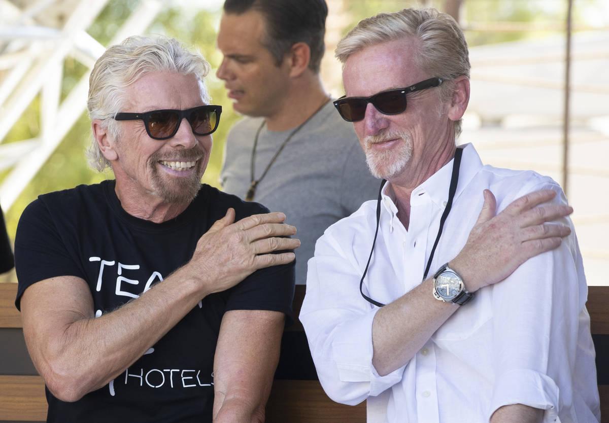 Sir Richard Branson, a la izquierda, fundador de Virgin Group, y James Bermingham, director eje ...
