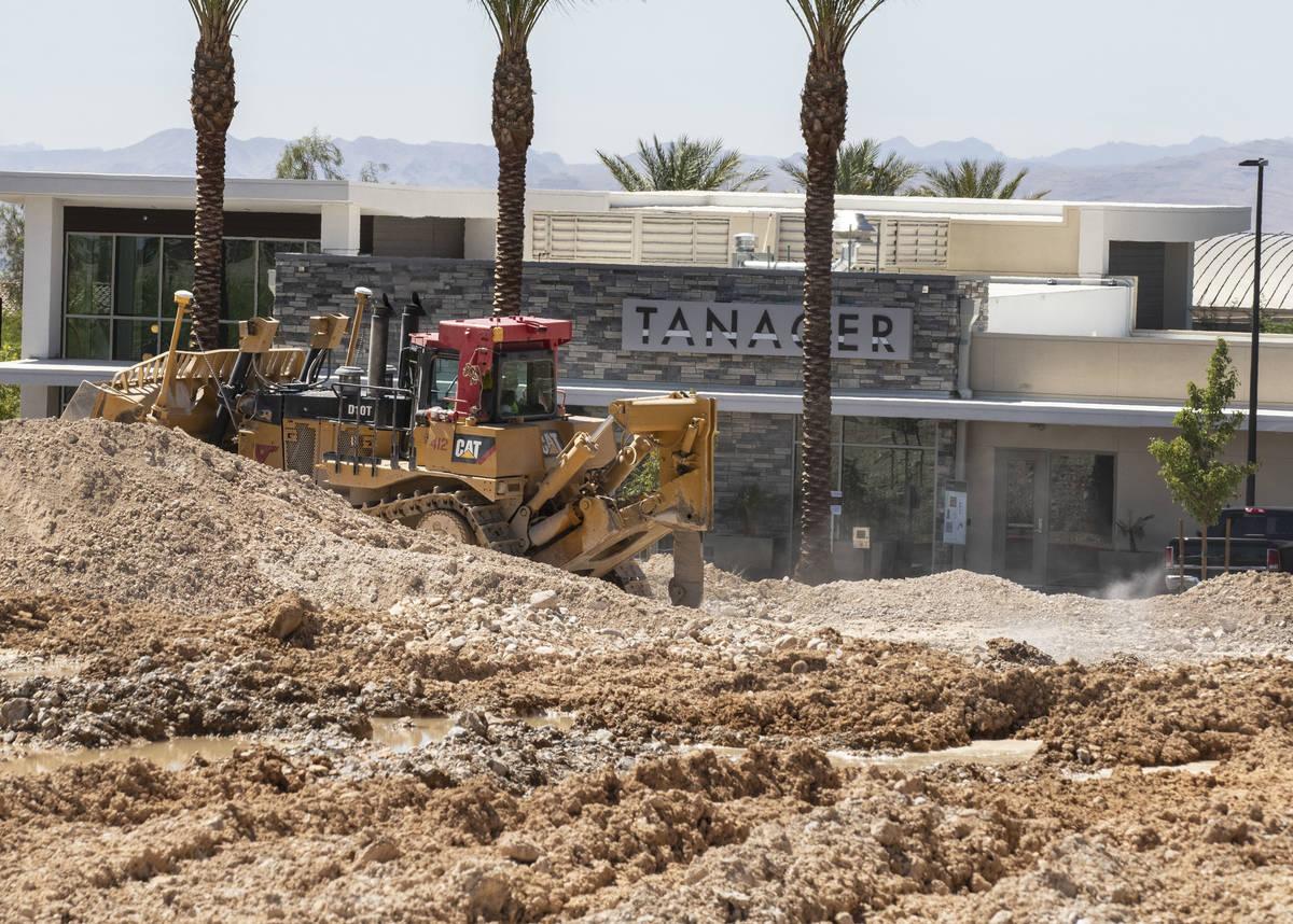 Las obras de construcción están en marcha junto al complejo de apartamentos Tanager, en la es ...