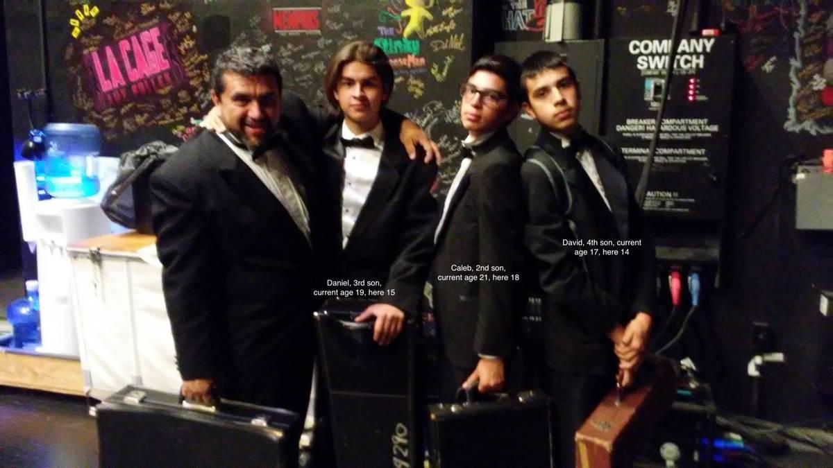 Pablo Navarro a la izquierda. Tras estar hospitalizado durante unas seis semanas, falleció el ...