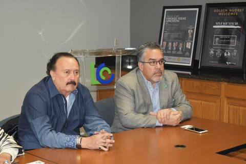 En esta foto de archivo, Peter Guzmán, presidente de la Cámara de Comercio Latina, habla dura ...