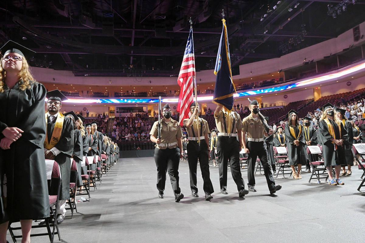La escolta de R.O.T.C dio la bienvenida a la ceremonia de graduación de la generación 2021, d ...