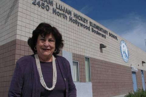 Lilliam Lujan Hickey, durante en una visita del 20 de mayo de 2013, a su escuela homónima en 2 ...