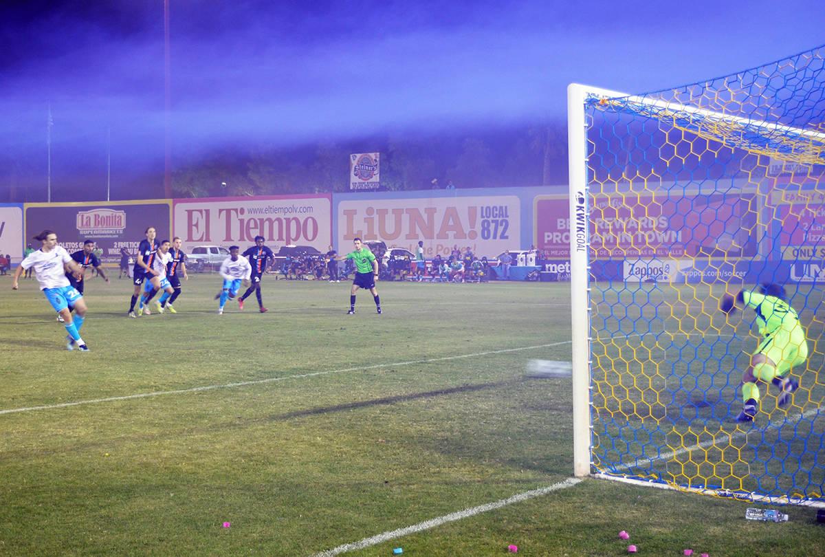 El empate cayó por medio de una falta que se cometió contra Robert Molina (11) y perfectament ...