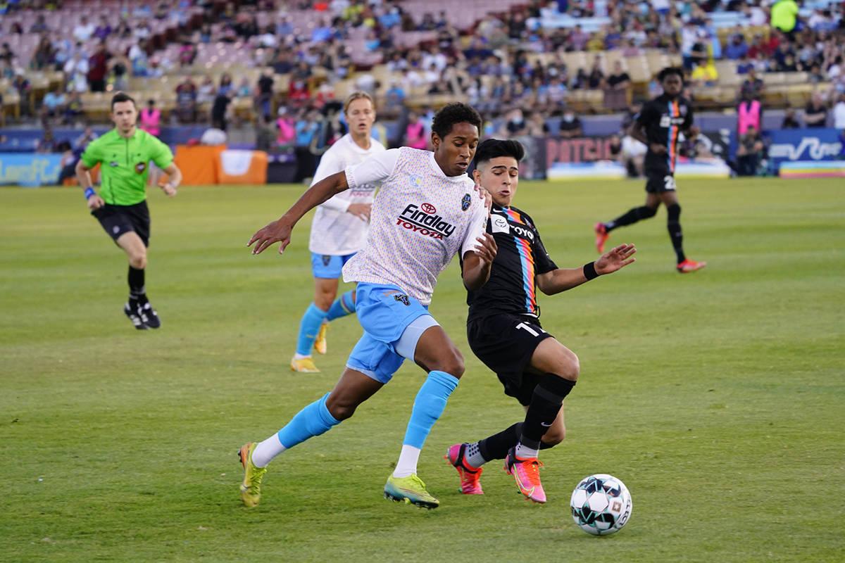 """""""¡Friday Night Fútbol!"""" Las Vegas Lights FC empató 1-1 con San Antonio FC, en su segundo jue ..."""