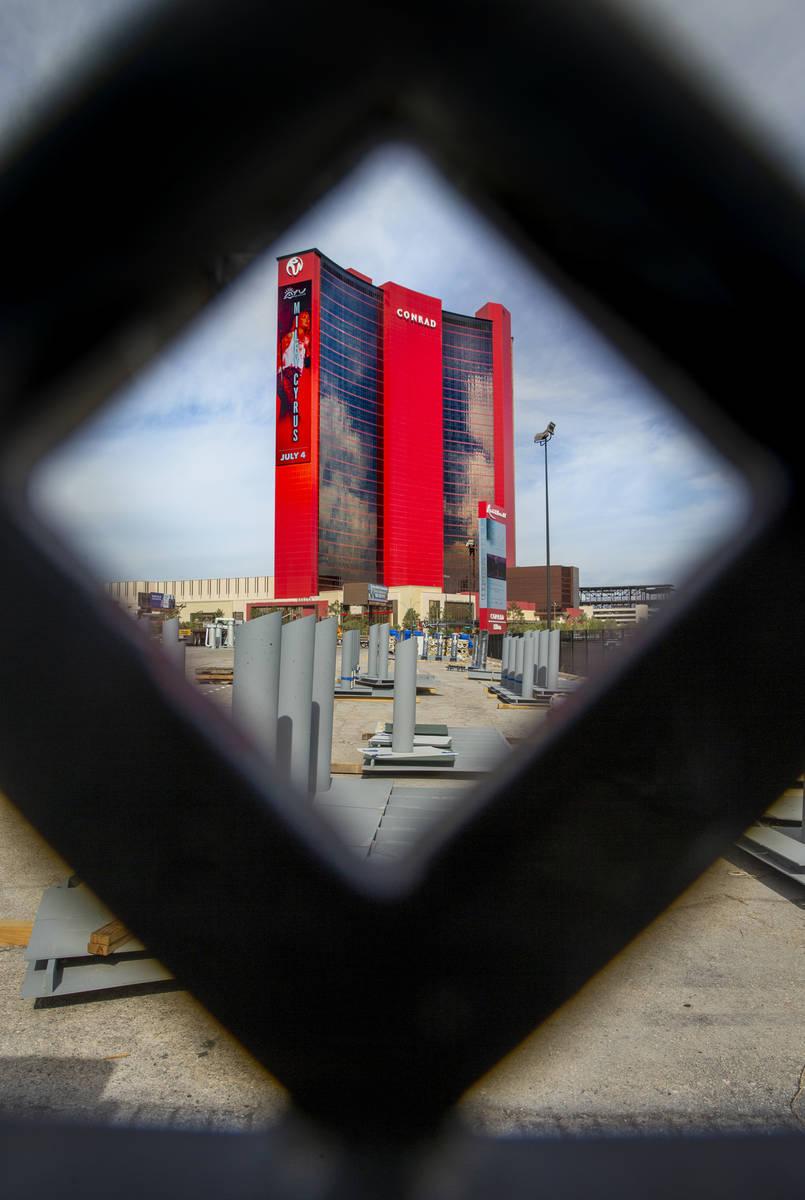 Resorts World Las Vegas con la propiedad cercana del Centro de Convenciones de Las Vegas al otr ...