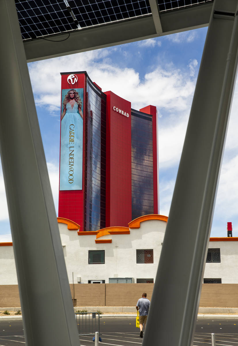 Resorts World Las Vegas con el cercano Siegel Select Convention Center Extended Stay junto al C ...