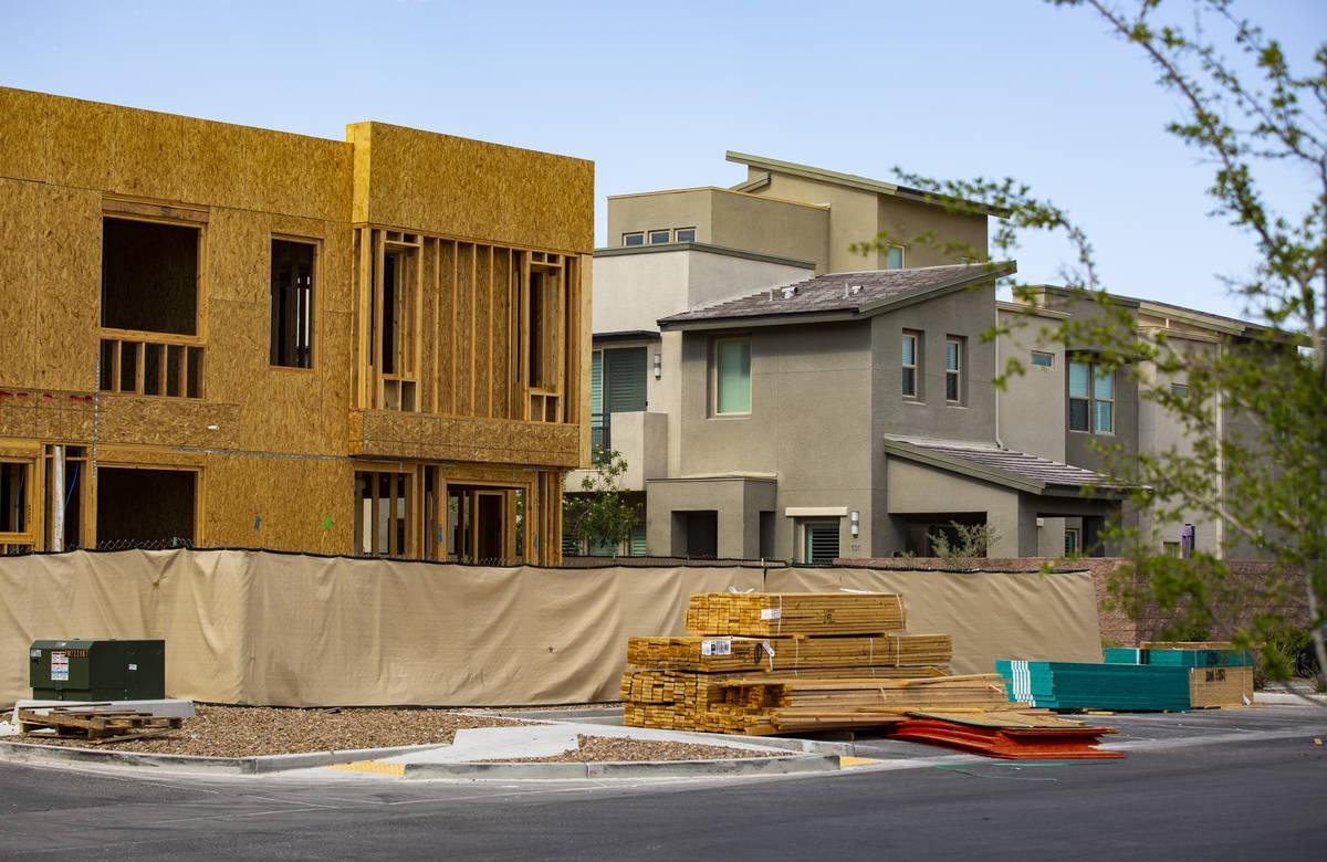 Continúa la construcción de casas y condominios en Affinity by Taylor Morrison en Summerlin, ...