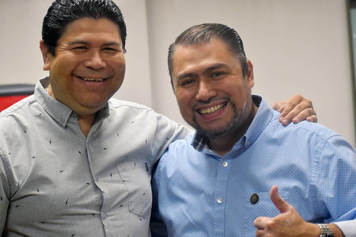 El cónsul Tirso Sermeño y el vice cónsul Juan Carlos Alvarado, posan en unas de sus últimas ...