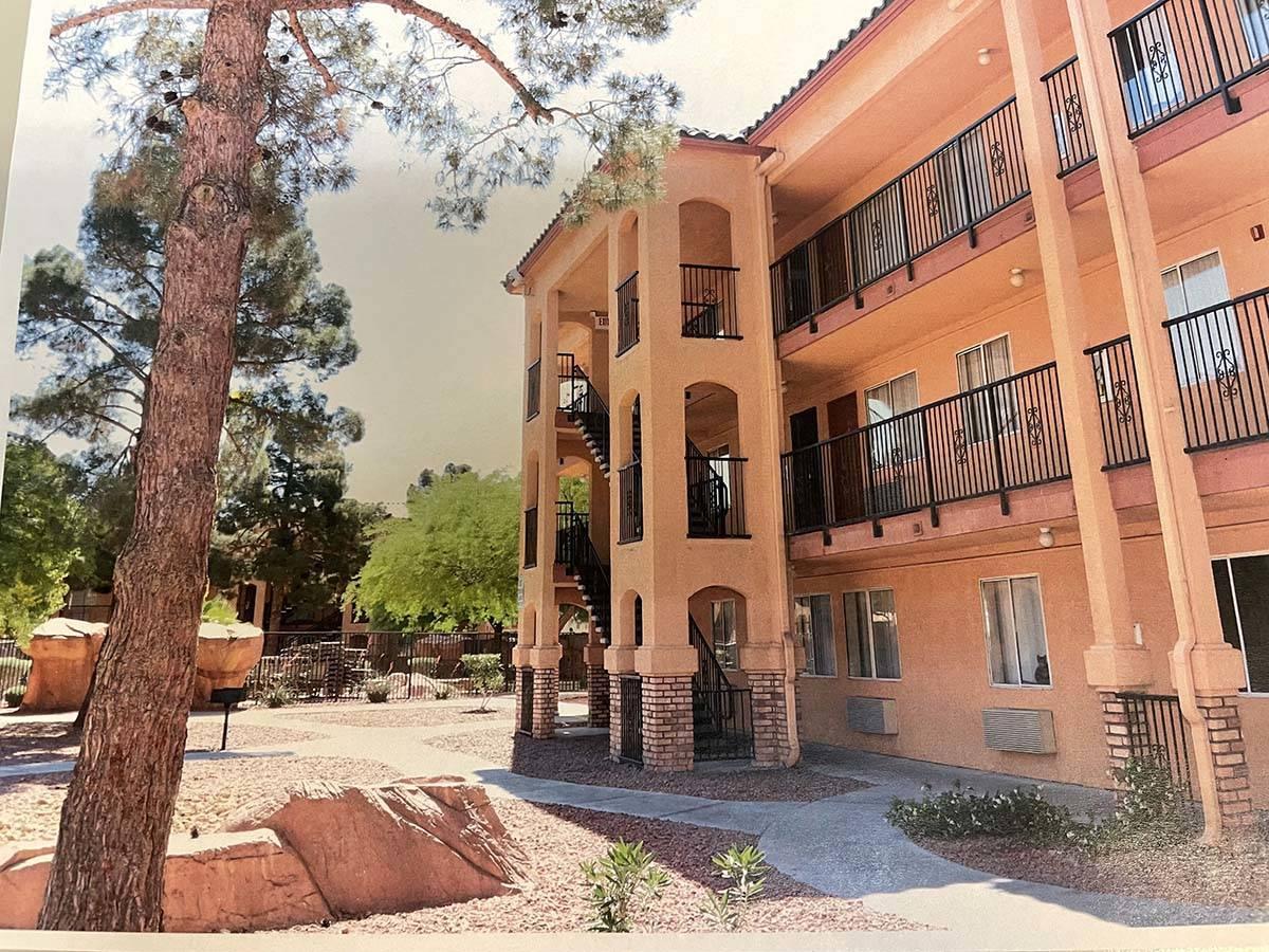 El exterior de Emerald Suites en Paradise Road y Twain Avenue se muestra en una foto obtenida a ...