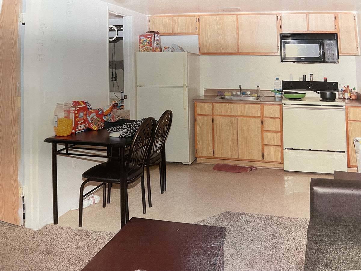 El interior del apartamento de Emerald Suites en Paradise Road y Twain Avenue se muestra en una ...