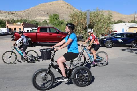 """Con un paseo en bicicleta y una ceremonia especial se proclamó el """"Día de Nevada al aire li ..."""