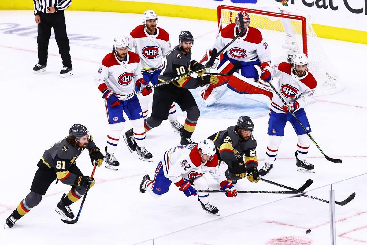 Alec Martinez (23), de Vegas Golden Knights, y Artturi Lehkonen (62), de Montreal Canadiens, co ...
