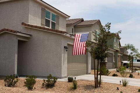 Casas de renta propiedad de American Homes For Rent se muestran en la esquina suroeste de Pyle ...