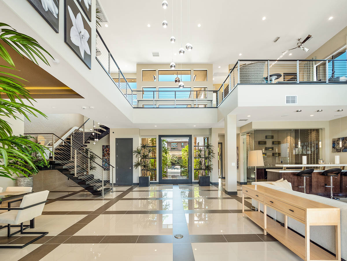La mansión de 4,620 pies cuadrados en The Ridges, Summerlin es una propiedad de inversión de ...
