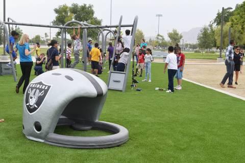 Una zona de recreo fue revitalizada en el Gary Reese Freedom Park, brindando con ello, la oport ...
