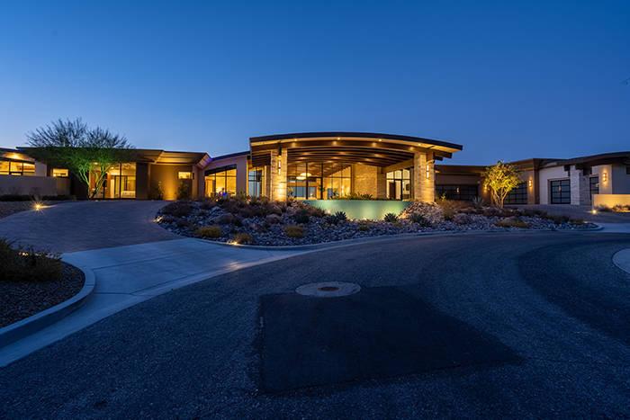 La casa de Ascaya se asienta en más de dos acres. (Sun West Luxury Realty)