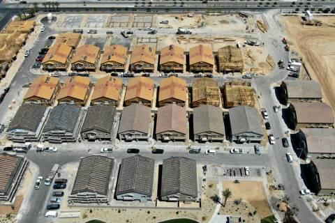 Una vista aérea de Orion Pointe, una urbanización cerca de North Decatur Boulevard y Farm Roa ...