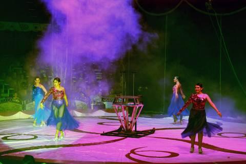 Las Bailarinas presentaron varios espectáculos durante la noche. El miércoles 16 de junio de ...