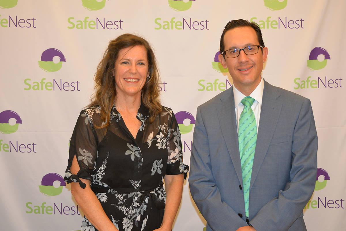 En 2020, SafeNest proporcionó 27,237 camas de emergencia y apoyo para 599 víctimas de violenc ...