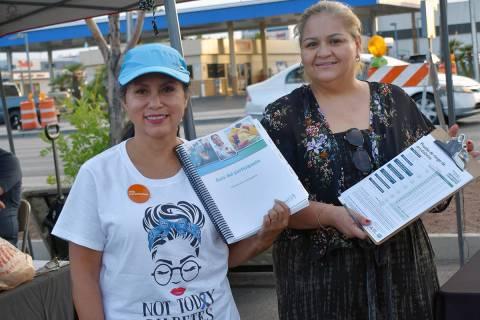 Verónica Ges, promotora de Bienestar Comunitario de Dignity Health durante una feria de recurs ...