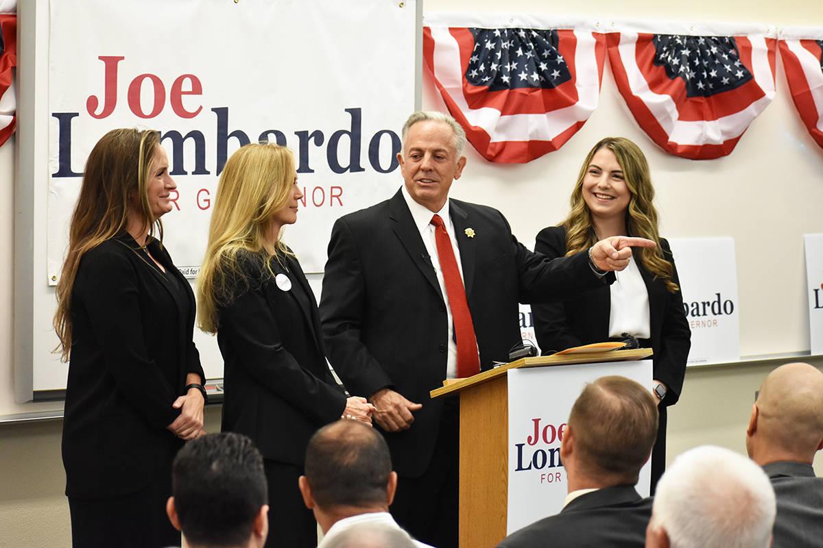Acompañado de su familia, el alguacil Joe Lombardo anunció su precandidatura para la gubernat ...