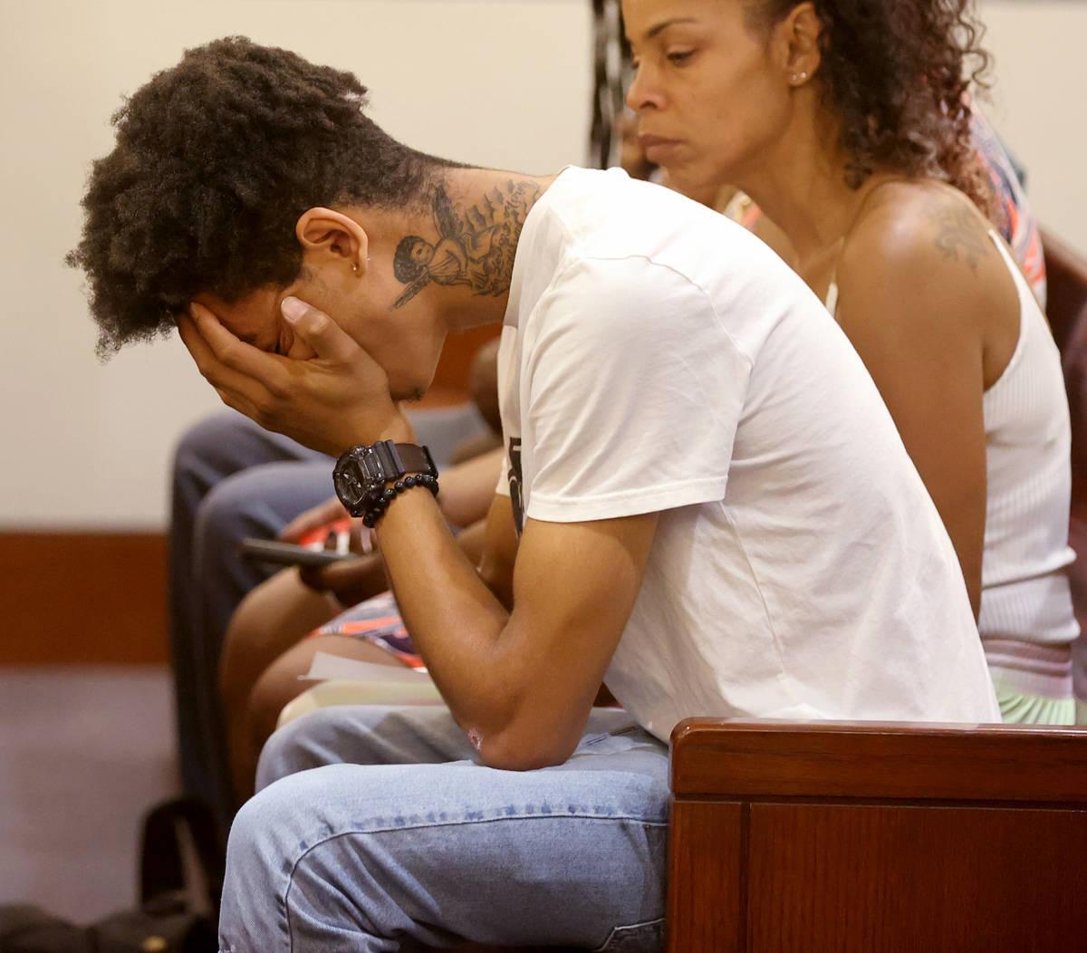 El padre de una niña de cinco años que la policía cree que pereció después de ser dejada e ...