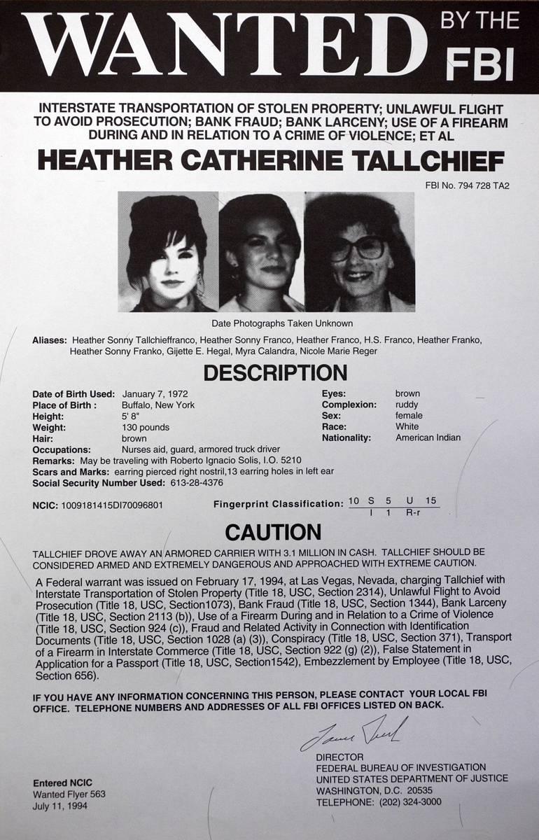 Se muestra un letrero de búsqueda del FBI de la ex fugitiva Heather Catherine Tallchief. Tallc ...