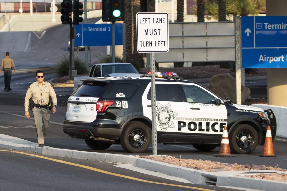El Departamento de Policía Metropolitana está investigando un accidente mortal en el Aeropuer ...