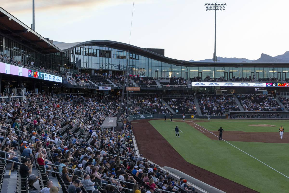 Las Vegas Ballpark permitió que los fans lo llenaran por completo por primera vez desde el com ...