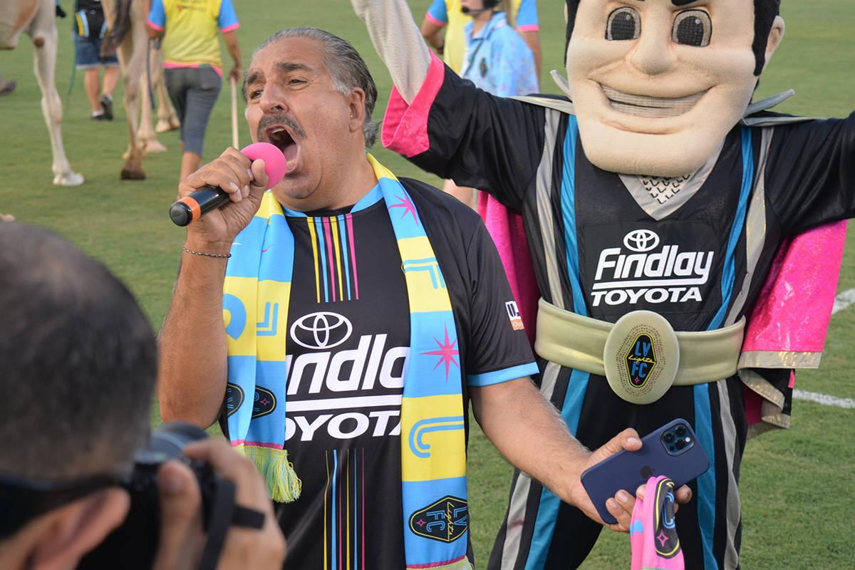 Una sorpresa extra ante Sacramento Republic FC fue la presencia del legendario presidente de la ...