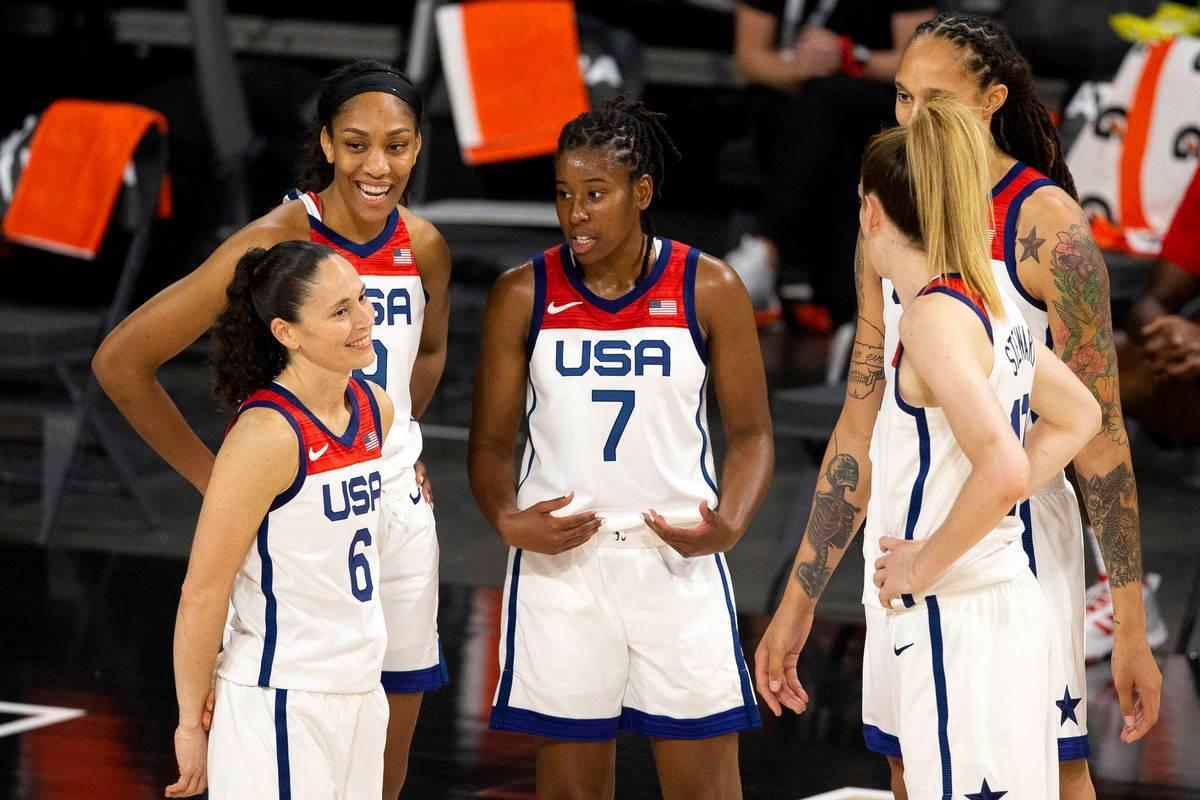 Las jugadoras de la Selección Nacional Femenina de Estados Unidos se comunican en un tiempo fu ...