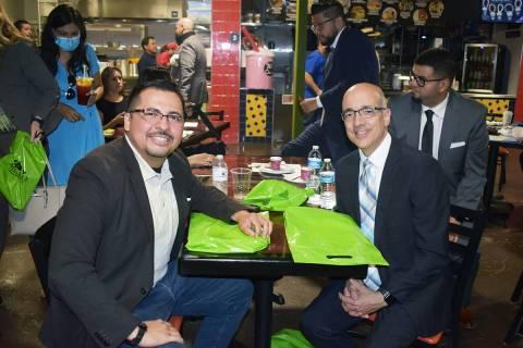 Los legisladores, Édgar Flores y Moisés Denis, disfrutaron de un desayuno durante su particip ...