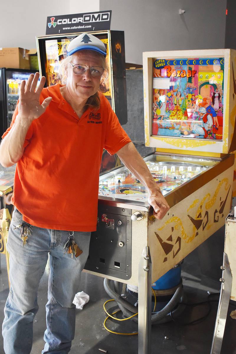 Tim Arnold dueño y creador del Pinball Hall of Fame, después de mucho trabajo y sacrificio pu ...