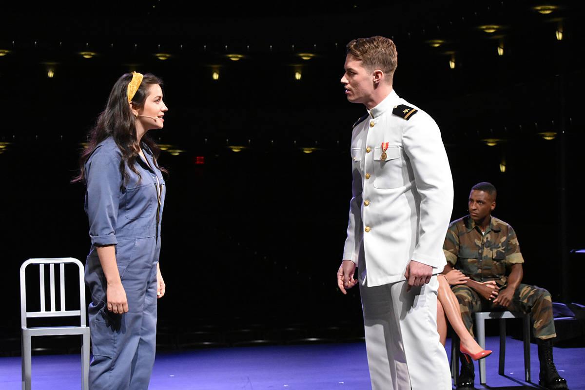 """Los protagonistas del musical """"An Officer and a Gentleman"""" realizan una presentación exclu ..."""