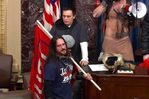 En esta imagen de archivo del video de la Policía del Capitolio de Estados Unidos, Paul Allard ...