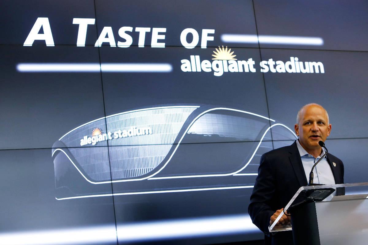 El presidente de los Raiders de Las Vegas, Marc Badain, habla durante un evento de experiencia ...