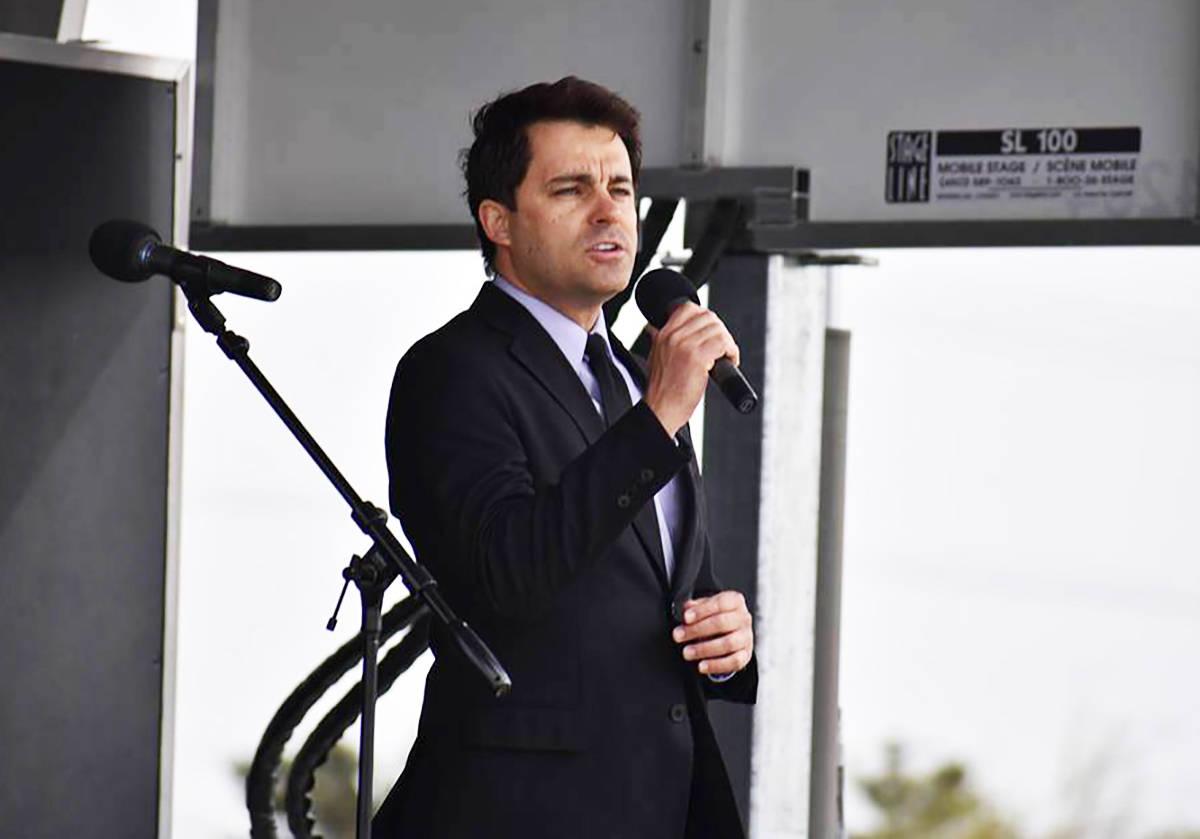 En esta foto de archivo, Antonio Carnota canta el himno nacional de Estados Unidos durante el F ...