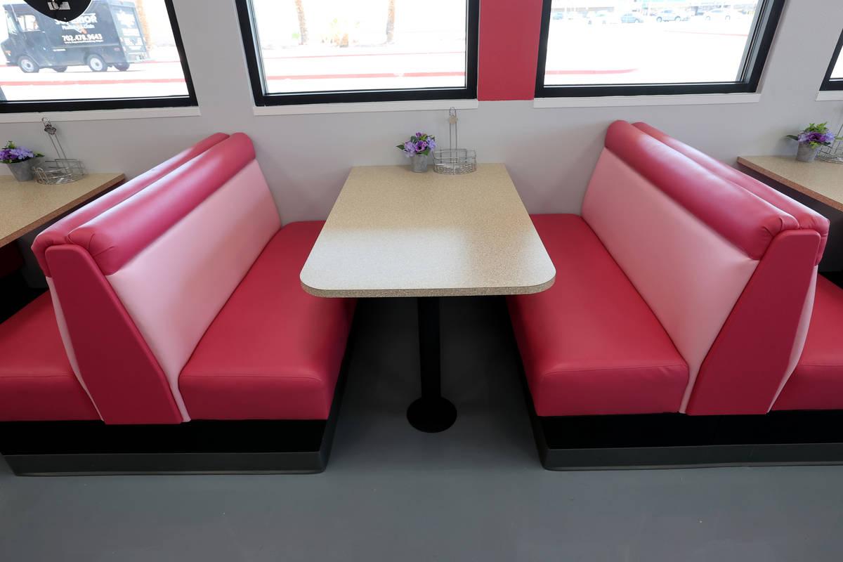 Vickie's Diner, en su nueva ubicación en Commercial Center en 953 E. Sahara Ave. en Las Vegas ...