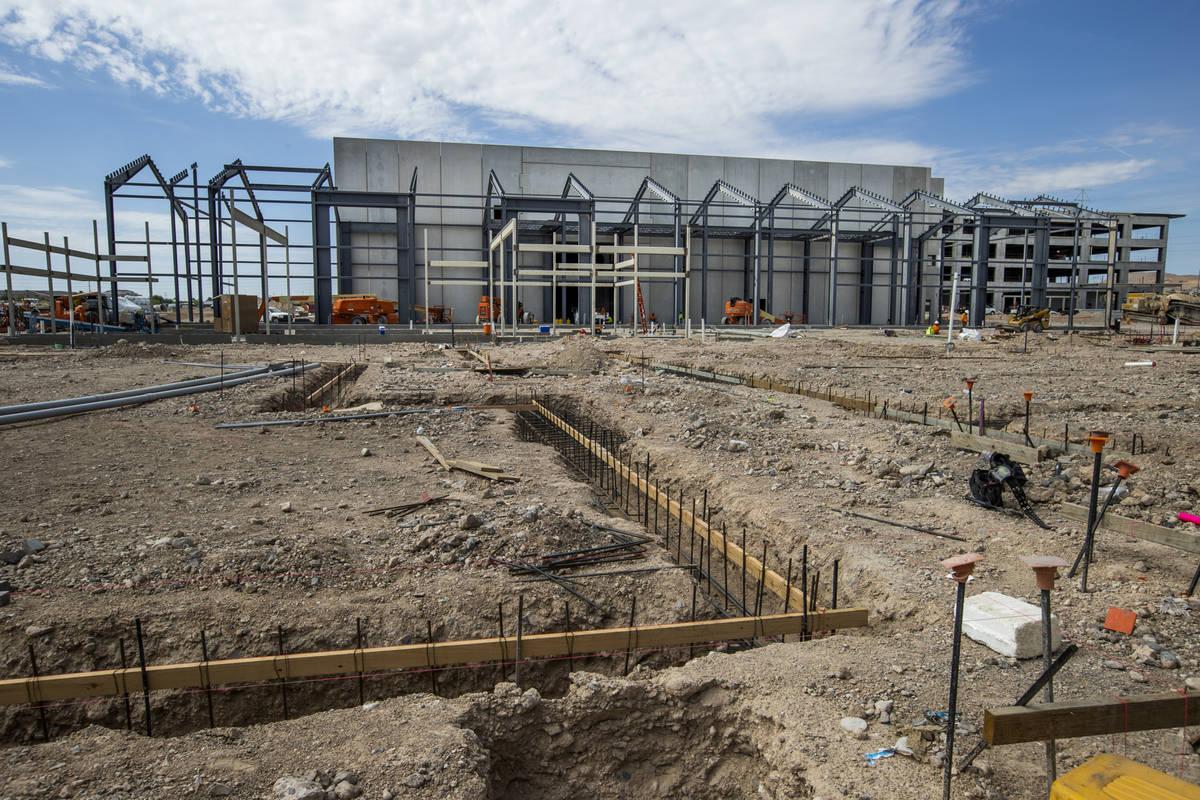 El Market Hall y los cimientos de otros edificios toman forma en UnCommons, un complejo de uso ...