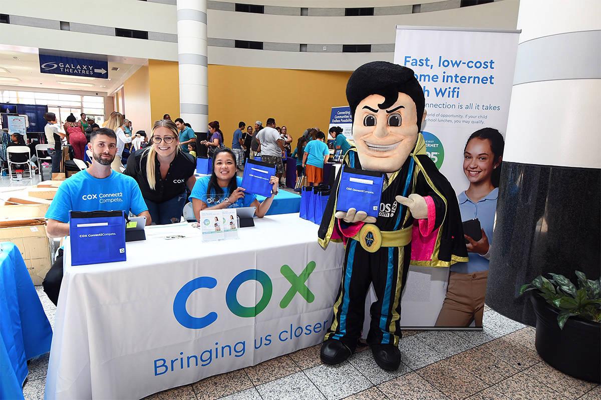 Archivo.- La Feria Anual de Regreso a Clases de Cox, es el evento de preparación escolar más ...