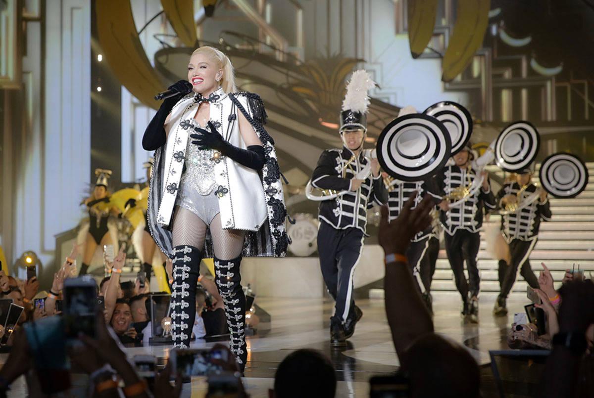 """Gwen Stefani aparece durante su producción """"Just A Girl"""" en Zappos Theater de Planet Hollywood ..."""