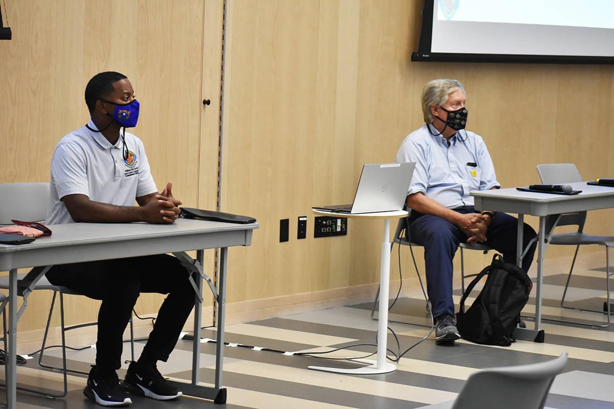 Los comisionados del Condado Clark, William McCurdy II y Tick Segerblom encabezaron una reunió ...