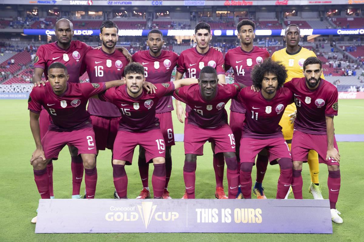 La Selección de Catar posa para la foto oficial previo al juego de Cuartos de Final de la Copa ...