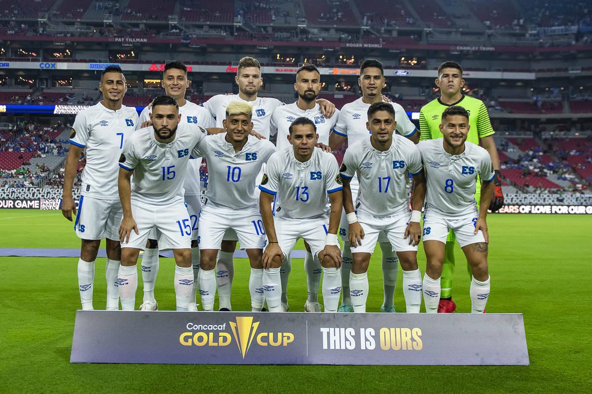 La Selección de El Salvador posa para la foto oficial previo al juego de Cuartos de Final de l ...